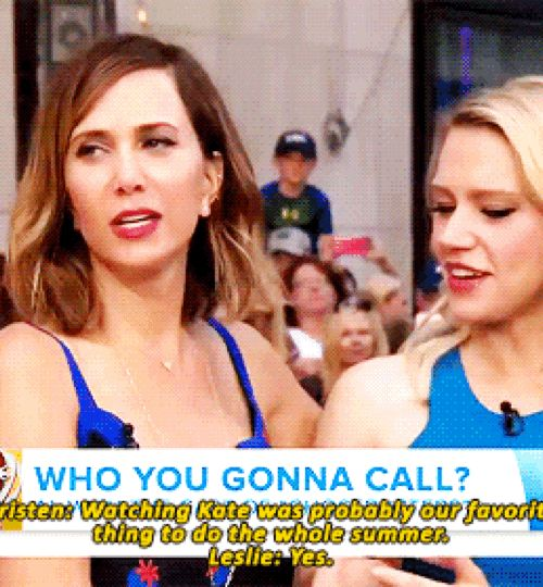 """Kristen Wiig and Kate McKinnon being totally cuties! Kristen complimenting Kate and Kate's cute smile is just killing me"""
