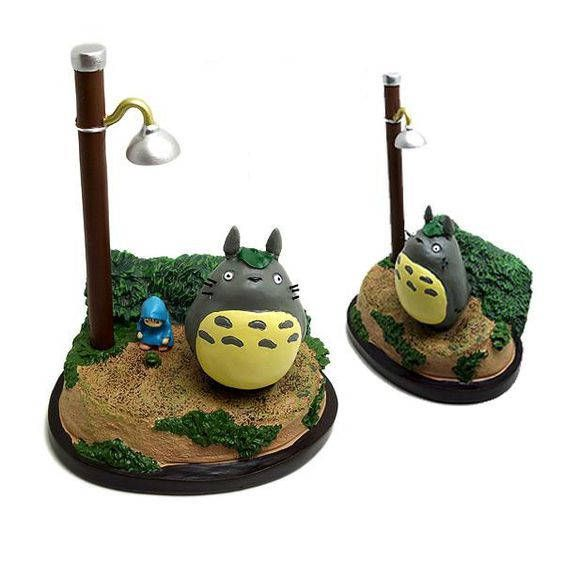 Totoro Ghibli Figure Diorama when the girls and totoro wait for the girls father come from work in the rain. Yu can have them by buy my item on https://www.etsy.com/shop/SEBOID ^^