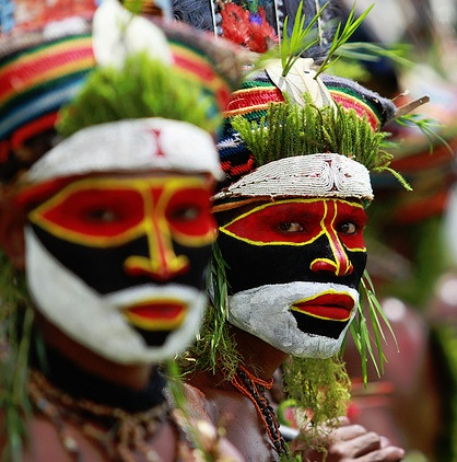 Goroka in full color, A cultural event (if not THE cultural event) in Papua New Guinea where many tribes and clans boast their colors while singing and dancing.    The Goroka show (a cultural show where different tribes peform their sing sing (dances and songs) is arguably the largest gathering of indigenous tribes in the world. Over 90 tribes from all over Papua New Guinea -- the world's most culturally diverse nation -- have gathered in Goroka for the annual festival of traditional dance.