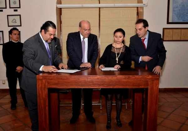 Noticias SCRME - GLMAE: Atestigua Javier Villacaña firma de tratado de pot...