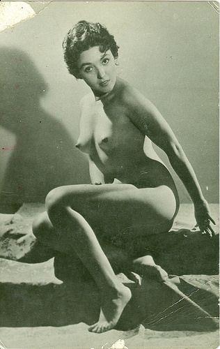 Amanda se une a los pechos desnudos