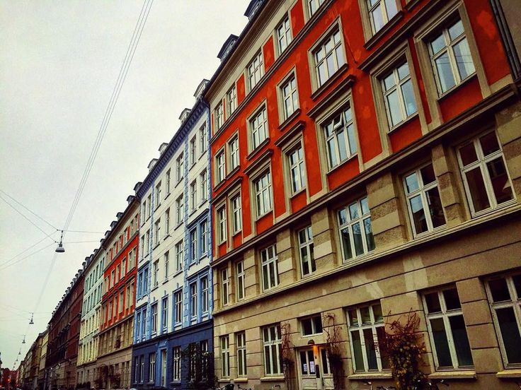 Some of the beautiful colorful apartments on the other side of town in #vesterbro. Do you live and your roommates live on a stunning street like this one? #copenhagenlife #copenhagen #architecture #colors #findroommate