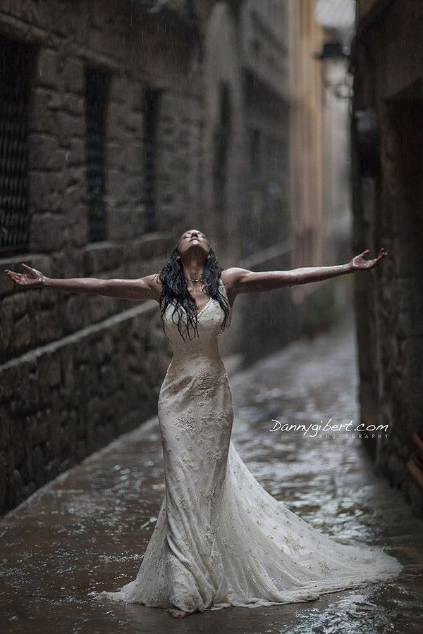 500px / Photo Bride in a rainning day by DANNY GIBERT