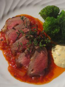 Lammsadel med tomatsås och dijonmajonnäs