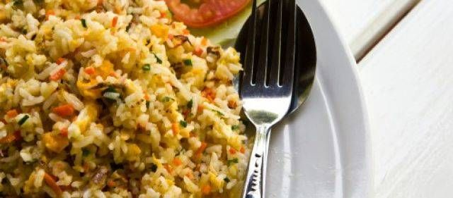Nasi goreng (Indonesisch: 'gebakken rijst') is oorspronkelijk een Indonesisch gerecht, waarin men de etensresten van de vorige dag (onder andere vlees)...