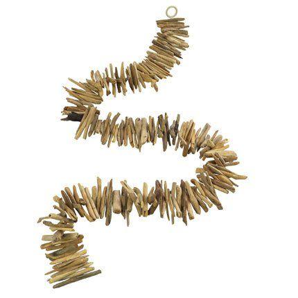 Guirlande faite de segments de bois flotté - ALinéa