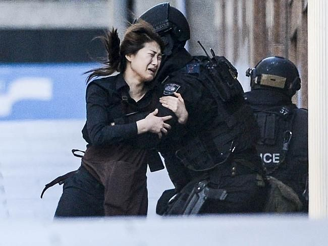 Martin Place siege: Hostages taken in Lindt Chocolate shop by armed robber | 雪梨馬丁廣場劫持案: Lindt 巧克力飲料店民眾被武裝分子劫持 | Pinned Time: 20141215 20:39, Mon., Taipei Time.