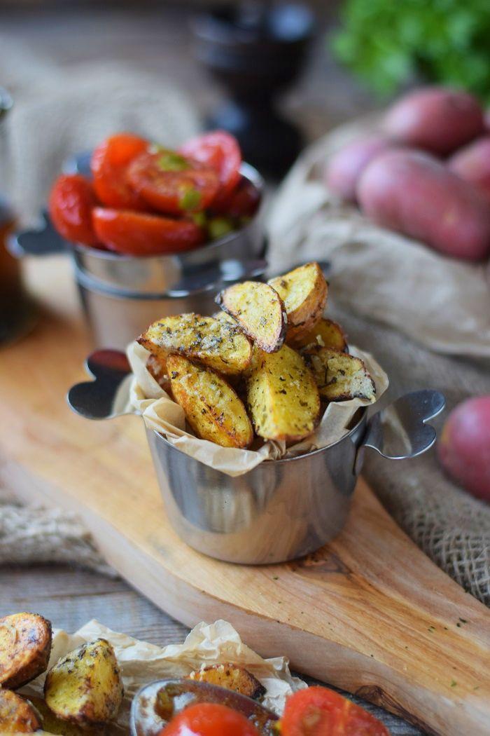 Knusprige Ofenkartoffeln mit karamellisierten Tomaten/ Rezept von Knusperstübchen.