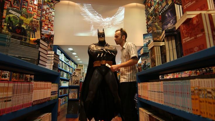 Gustavo alimentando su talento en el comic shop LA REVISTERIA COMICS (http://www.larevisteriacomics.com/) en Buenos Aires, en el barrio porteño de Belgrano.