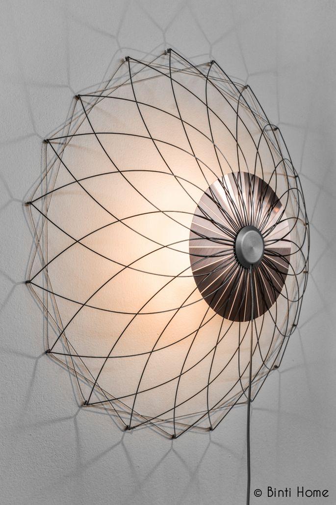 Prachtig schaduwspel met lampen van Rick Tegelaar