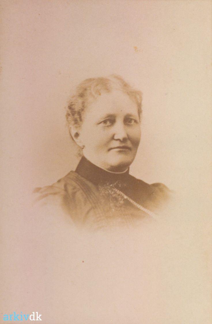 arkiv.dk | Portræt af Fru Konradsen, Harboøre Hotel, ca. 1910
