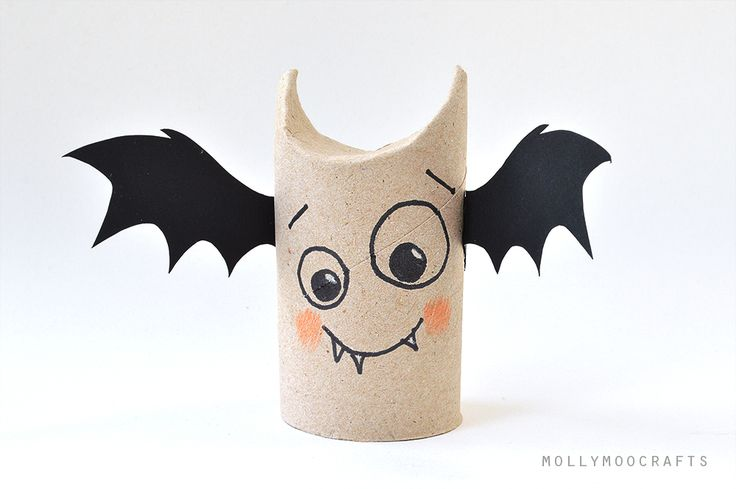 toilet roll bat halloween craft for kids by Michelle McInerney of MollyMooCrafts.com