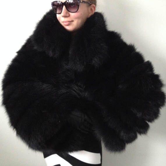 Pelz Fell Jacke Weste, aus Fuchspelz. Befestigt mit Reißverschluss hat zwei Taschen. Wir produzieren maßgeschneidert in Größe 44-52. Stellen Sie Fragen, zögern Sie bitte nicht uns zu kontaktieren.