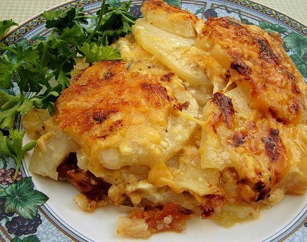 Πατάτες ογκρατέν με μπέϊκον και τυριά
