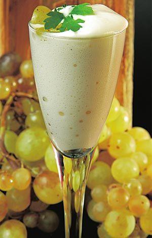 Espuma de ajoblanco con uvas #cuisine #recipes