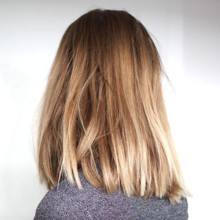 ombré et coloriage de cheveux blonds chatain avec coupe courte