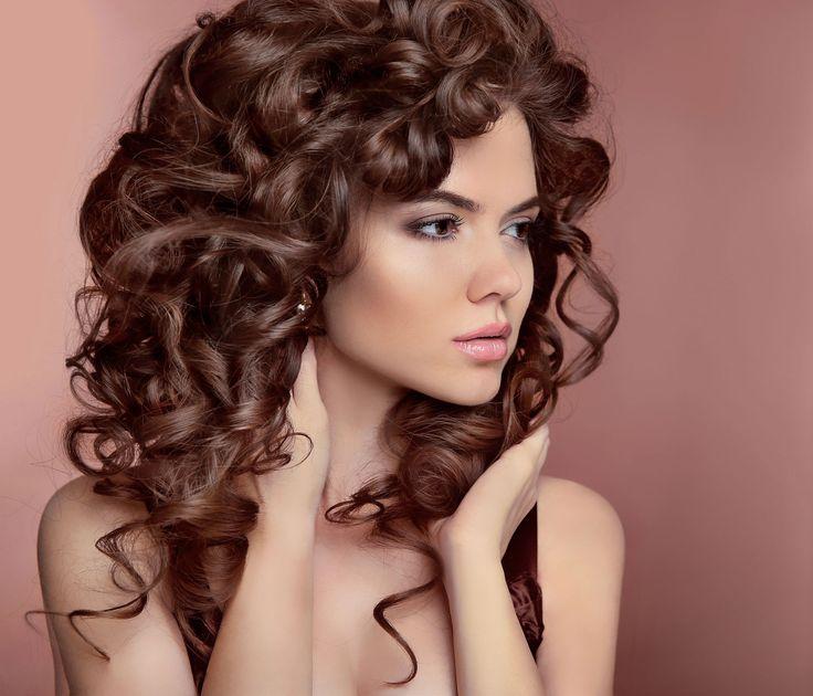 cool Эффектная стрижка на вьющиеся волосы средней длины (50 фото) — Как обуздать кудри?!