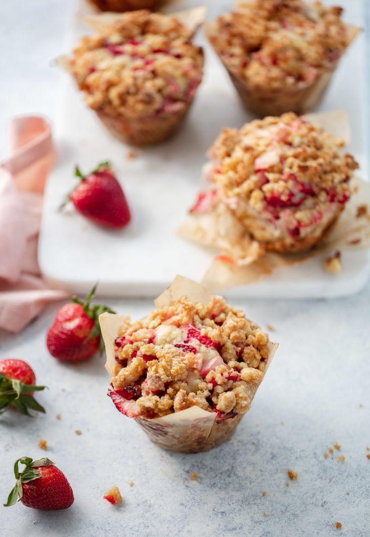 Big Strawberry Rhubarb Buttermilk Muffins With Brown Sugar Streusel Strawberry Rhubarb Muffins Rhubarb Muffins Rhubarb Recipes