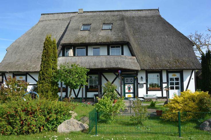 €184,87 Nur 800 m vom weißen Sandstrand der Greifswalder Bucht entfernt erwartet Sie dieses Hotel auf der Ostseeinsel Rügen. Kostenfrei profitieren Sie vom WLAN.