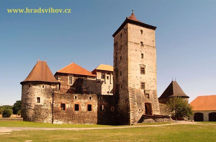 Vodní hrad Švihov - čelní pohled na hrad z nádvoří