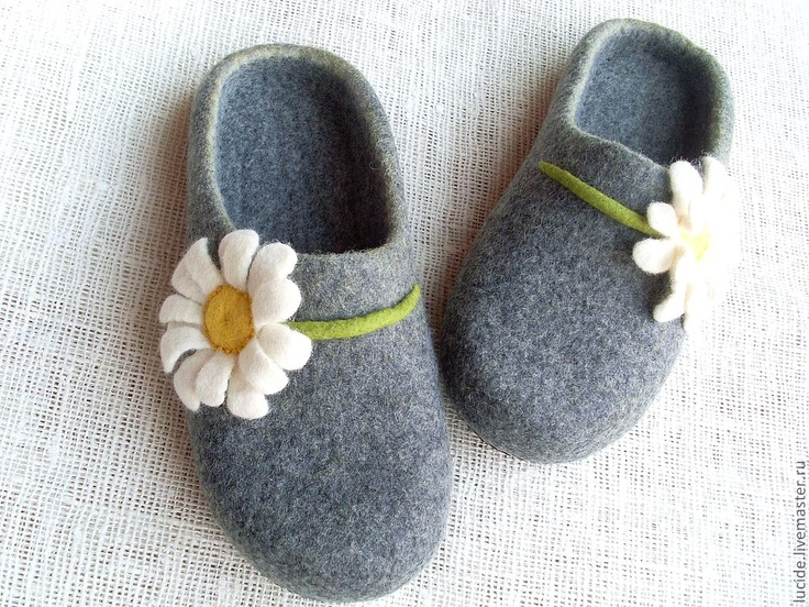 Gorgeous felt clogs :)