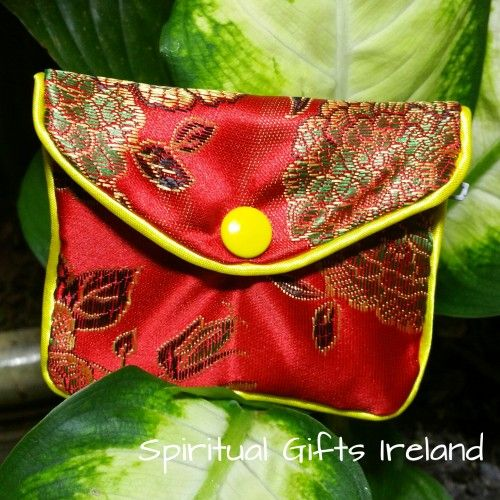 These gorgeous handmade satin purses are perfect for storing all your crystals, coins or gems. Available in turquoise, gold and red. The inner zipped compartment makes them super safe for travel.  Size: 82mm x 68mm