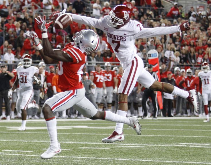Oklahoma cornerback Jordan Thomas, right, knocks the ball away from Ohio State receiver Terry McLaurin during the first half of an NCAA college football game Saturday, Sept. 9, 2017, in Columbus, Ohio. (AP Photo/Paul Vernon)
