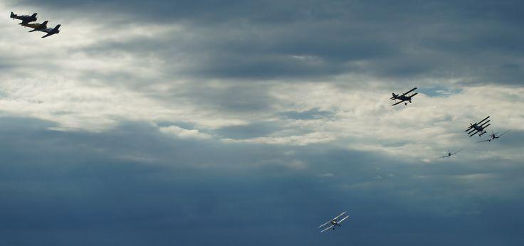 12 piston engine roar in the sky Jämi 2014.