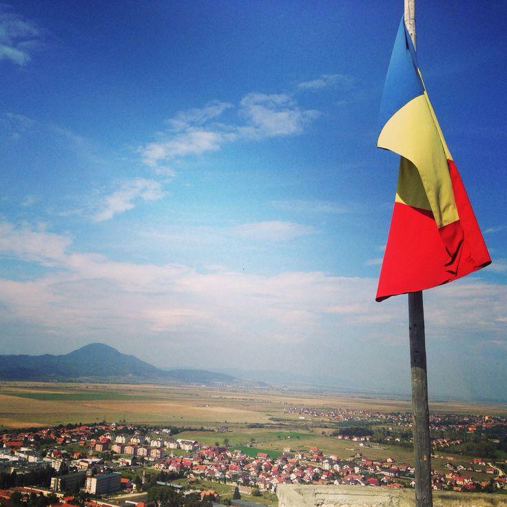 #romania#rasnov#amazingplace#theflag#uptothesky
