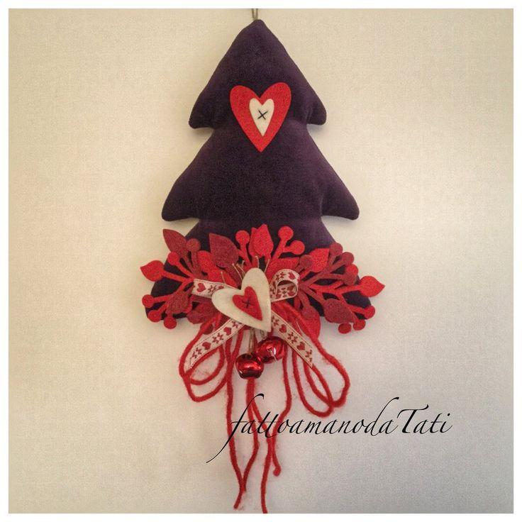 Albero natalizio in velluto viola con cuori rossi e bianchi, by fattoamanodaTati, 26,00 € su misshobby.com