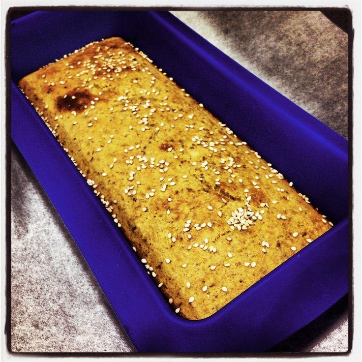 Os dejo con este Pan Sin Harinas, que preparareis en pocos minutos, y con el que podréis haceros unas deliciosas tostadas francesas. Yo me hice un bocadillo,