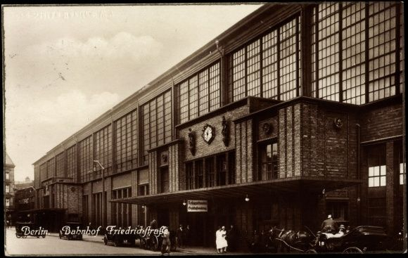 Ansichtskarte / Postkarte Berlin, Partie am Bahnhof Friedrichstraße, Kutschen 1931
