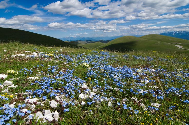 Beautiful countryside in Italy, and no, not Tuscany! This is the Campo Imperatore in Abruzzo (near L'Aquila)!