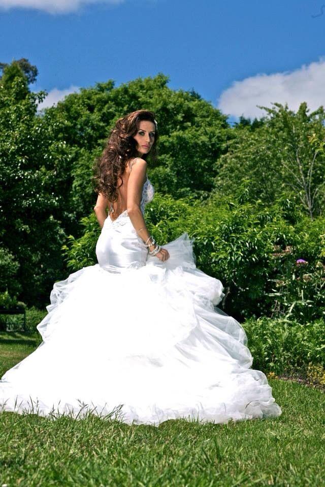Zahavit Tsuba Wedding Gown