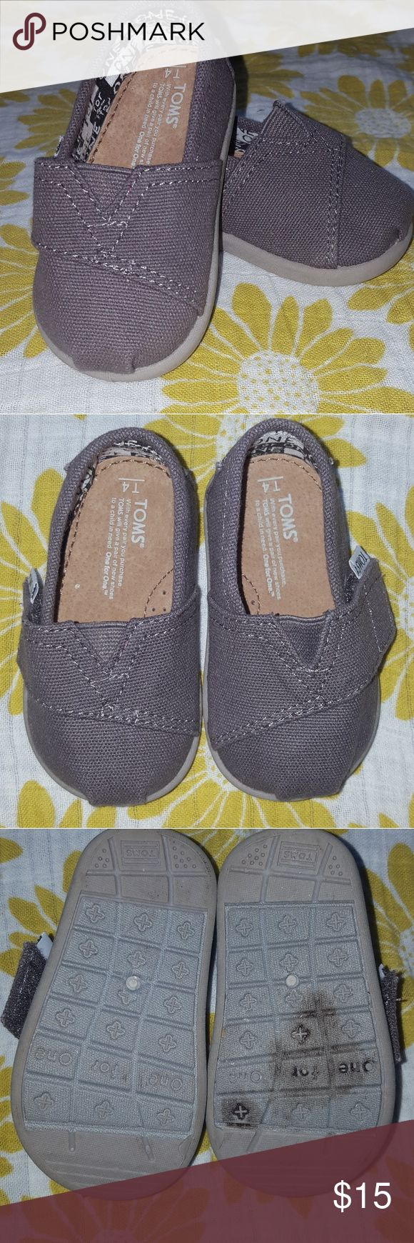 Tiny Toms alpargatas classic alpargatas size T4. brown/gray color. In perfect condition except for the stain on the bottom. Toms Shoes
