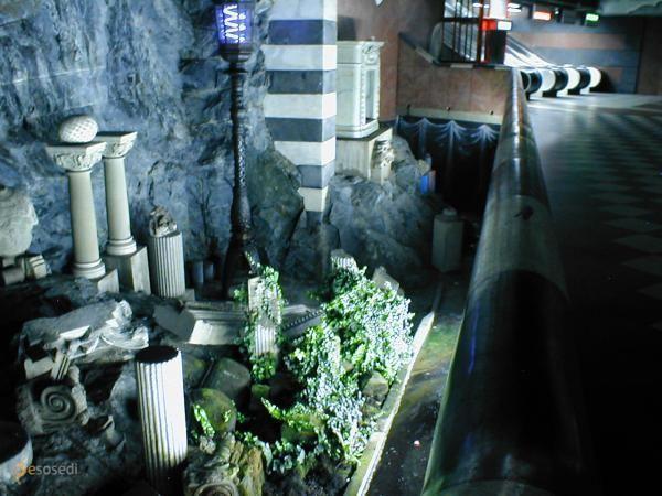 Станция метро Kungsträdgården – #Швеция #Лен_Стокгольм (#SE_AB) Вот уж где искусство в массы, так это в Стокгольме. Спускаешься в метро и попадаешь в гигантскую, связанную тоннелями, художественную галерею!  #достопримечательности #путешествия #туризм http://ru.esosedi.org/SE/AB/1000053819/stantsiya_metro_kungstr_n228_dg_n229_rden/