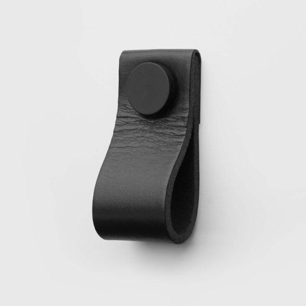 Superfront släpper Deep Black – en kollektion kolsvarta handtag ‹ Dansk inredning och design
