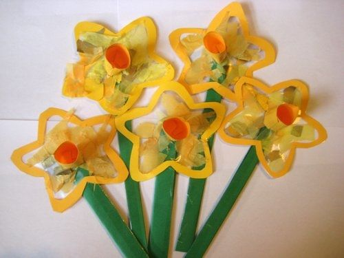 Kids 39 craft idea daffodil sun catcher springtime for F crafts for toddlers