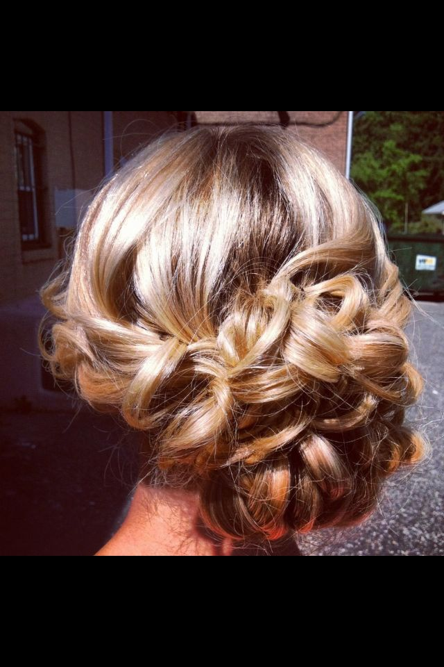 Prom Updo @Tara Harmon Harmon Lundmark i dont know if you're going to prom, but this would be cute on you! maybe french braid both sides back?