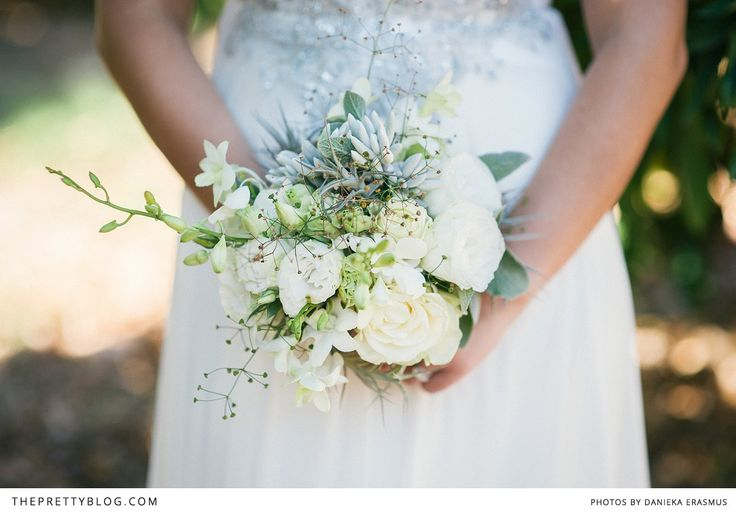 Werner & Carla's Chic Wedding Day | Real weddings | The Pretty Blog Flowers in the Foyer