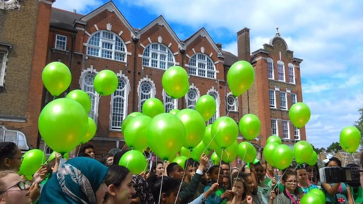 Image copyright                  Other             Image caption                                      Children from four schools released balloons in memory of those who died                               Pupils in schools in London and other parts of England are wearing green... - #Fire, #Green, #Grenfell, #Schools, #Support, #Victims, #World_News