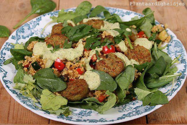 Plantaardigheidjes: Gierstsalade met courgette-tahin dressing