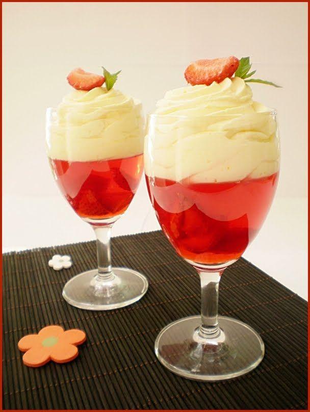 INGREDIENTE: Jeleu: 400 ml sirop de capsuni, 100 ml apa, 2 plicuri tort gelee, 12 capsuni, Crema de mascarpone: 250 gr mascarpone, 200 ml frisca, 2 oua, 100 gr zahar, 100 gr zahar pudra vanilat, 1/2 fiola esenta de vanilie, un plic de gelatina, Sirop de capsuni: 500 gr capsuni 300 gr zahar, MOD DE […]