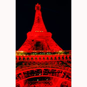 Paris, Eiffel Tower in the Chinesse new year, photo from Pepa Torre