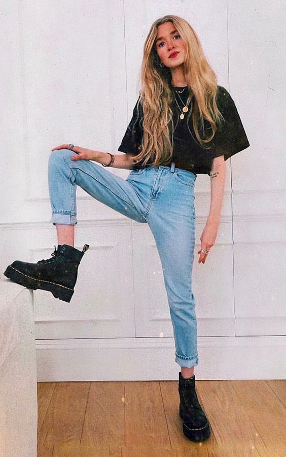 6 simple pieces that ensure the look of the eye 6 simple pieces that guarantee the look of the eye – Black blouse, mom jeans, boots