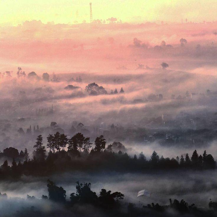 Tentunya, dengan adanya perpaduan antara sejarah, keindahan, serta misteri yang terdapat di Gunung Putri Lembang ini, sangat sayang rasanya bagi para dolaners untuk tidak memasukkan tempat ini sebagai salah satu daerah tujuan wisata dolaners yang ada di sekitar kota Bandung saat musim liburan tiba.