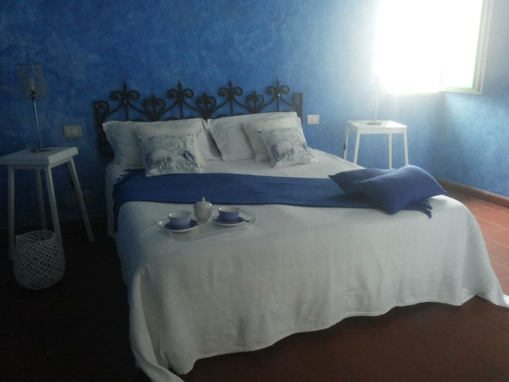 Bedroom Sailor'house .The holiday house is located in Letojanni ,in the old fishermen's village nearTaormina (only 5km) on the Sicilian Ionian Coast,only 20m from the seaside
