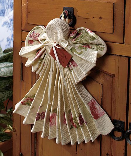 What a great gift idea! A dish towel, wash cloth, and pot holder create a lovely Christmas angel!