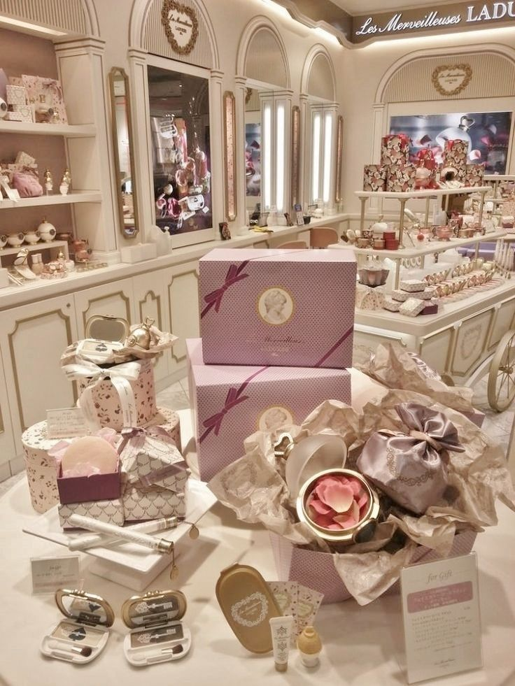 This picture is not as pretty as the others, but when you click on it you really get the feel of how elegant the shop is.