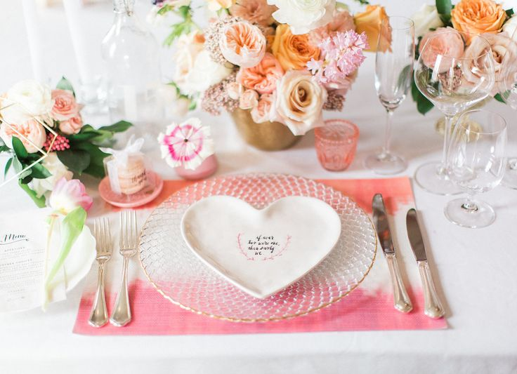 Romantic Valentines Day place settings   www.confettiand.co